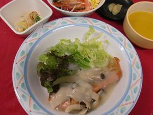 12月10日鮭ソテーきのこクリーム.JPG