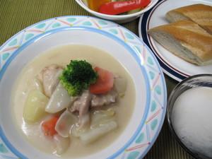 10月13日鶏と蕪のクリームシチュー.JPG