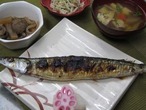 10月24日秋刀魚の塩焼き.JPG