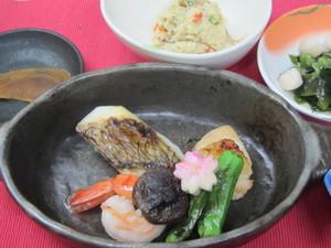 4月23日鯛の宝楽焼き.JPG