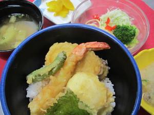 9月1日半熟玉子と海老の天丼.JPG