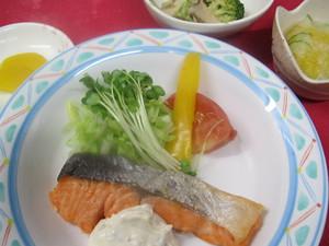 9月2日鮭ムニエルタルタルソース.JPG