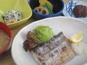 9月23日3枚おろしの太刀魚塩焼き.JPG