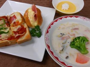 12月29日玉子ハムサンドとピザトースト.JPG