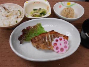 5月31日赤魚の粕漬け焼き.JPG