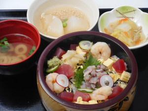 12月14日 鮪と鯵のたたきのバラちらし寿司.JPG