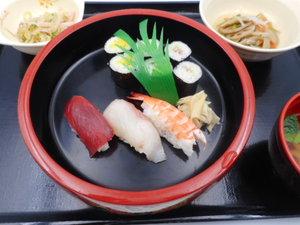 12月8日 にぎり寿司と細巻き寿司.JPG