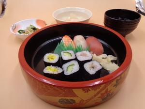 4月6日 にぎり寿司と細巻きの盛り合わせ.JPG