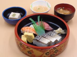 7月18日 にぎり寿司と鯖の押し寿司.JPG