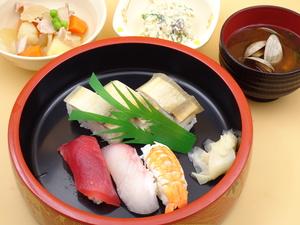 10月23日 鯖の押し寿司とにぎり寿司.JPG