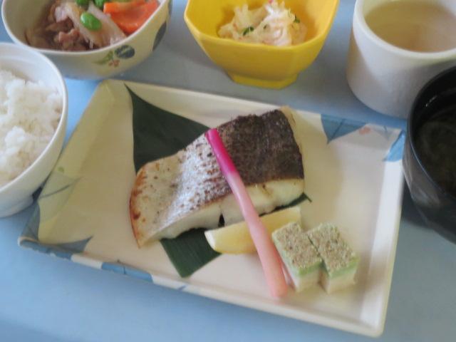 8月10日夕食スズキの塩麹焼き.jpg