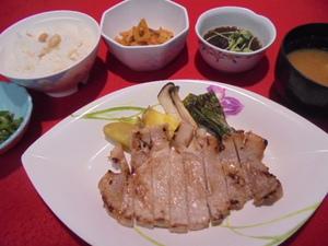 モチ豚ロースの塩麹焼き.JPG